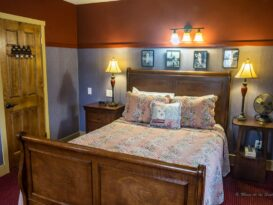 #2 The Major Leaguer room with sleigh bed