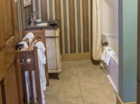 The Iowa Grand Oak Room bathroom