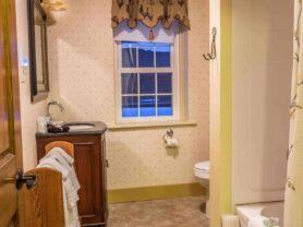 bathroom with tub, vanity sink