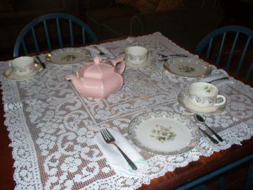 tea set with pink teapot