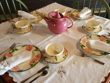 Teaset with pink teapot