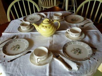 teaset with yellow teapot